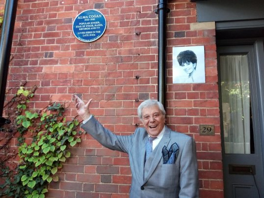 Lionel Blair unveils Alma Cogan plaque
